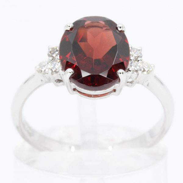 Oval Shape Garnet Ring with Accents of Diamonds Set in 18ct White Gold