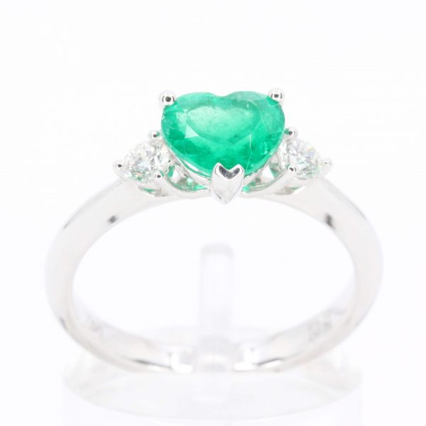 Heart Shape Emerald Triliogy Diamond Ring Set in 18ct White Gold