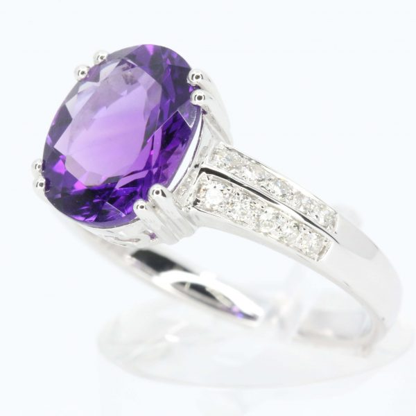 Oval Shape Amethyst Ring with Accents of Diamonds Set in 18ct White Gold