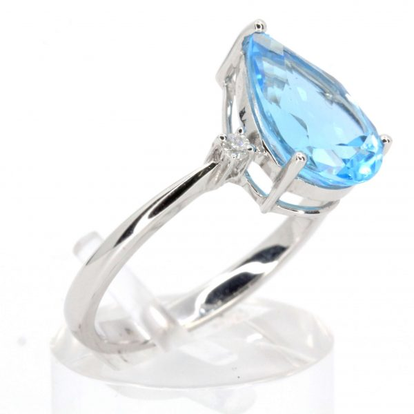 Pear Cut Blue Topaz Ring with Accents of Diamonds Set in 18ct White Gold