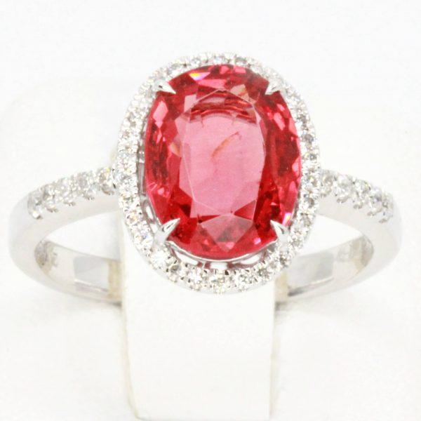Oval Shape Red Spinel Ring with Accents of Diamonds Set in 18ct White Gold
