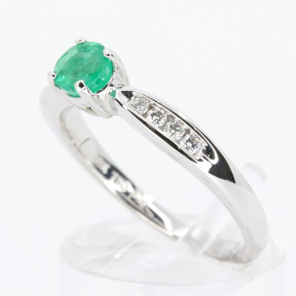 Round Emerald Diamond Ring