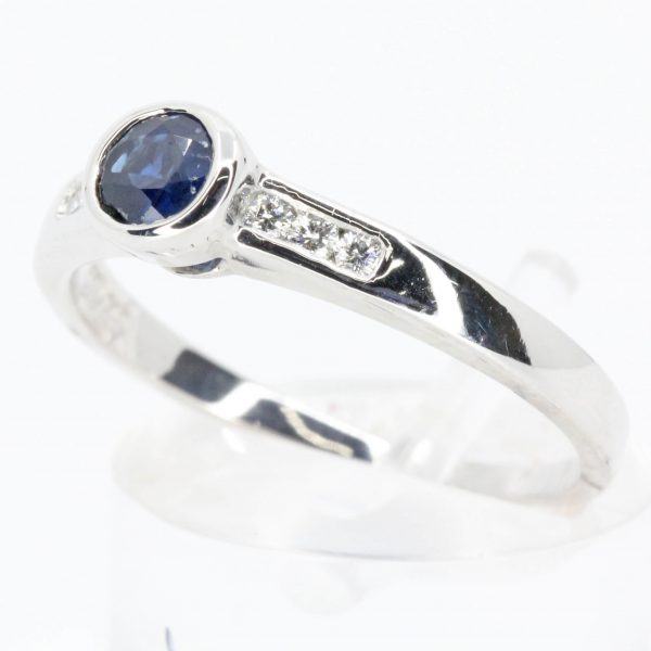 Round Cut Australian Sapphire Aing with Accents of DIAMONDS Aet us 18ct White Gold