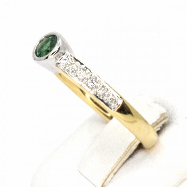 Round Cut Solitaire Green Tourmaline Ring with Accents of Diamonds Set in 18ct White Gold