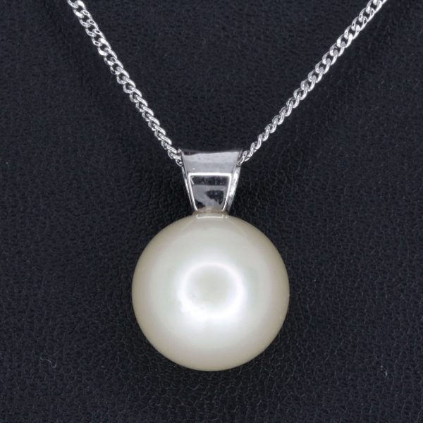 Pale Gold South SeaPearl Pendant set in 18ct White Gold