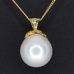 White South Sea Pearl Pendant set in 18ct Yellow Gold