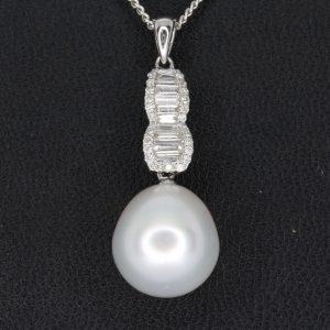 White South Sea Pearl Pendant with Diamonds