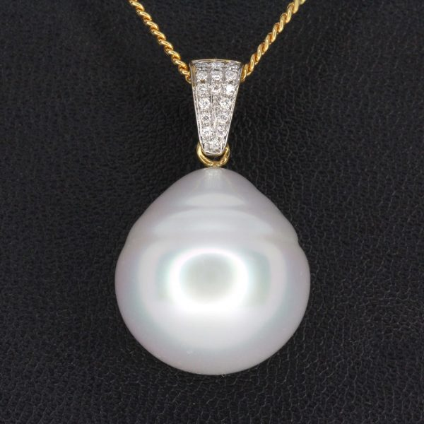 White South Sea Pearl Pendant with Diamonds Yellow Gold