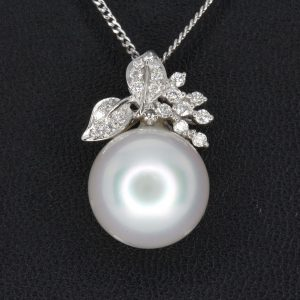 White South Sea Pearl Pendant with Diamonds White Gold
