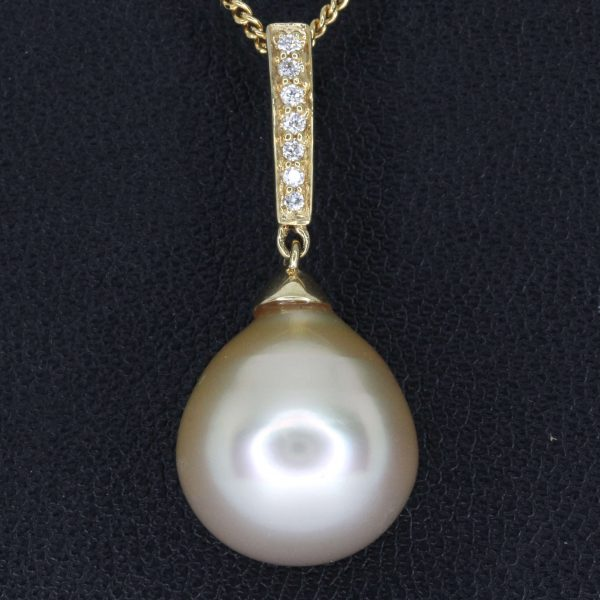 Golden South Sea Pearl Pendant with Diamonds Yellow Gold