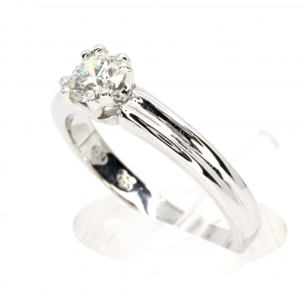 Round Brilliant Cut Diamond Solitaire set in 18ct White Gold