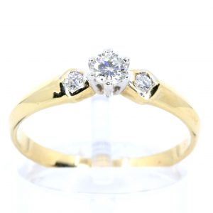 Diamond Ring with Shoulder Diamonds Yellow Gold