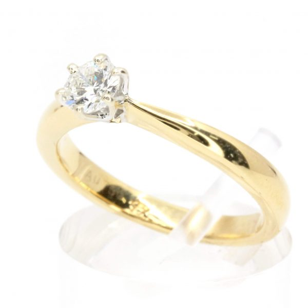 Round Brilliant Cut Diamond 6-Claw Solitaire Setting set in 18ct Yellow Gold