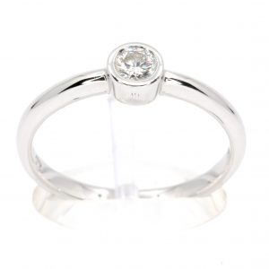 Round Brilliant Cut Diamond Ring set in 18ct White Gold