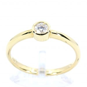 Round Brilliant Cut Diamond Ring set in 18ct Yellow Gold
