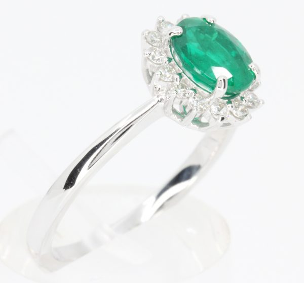 emerald green diamond ring