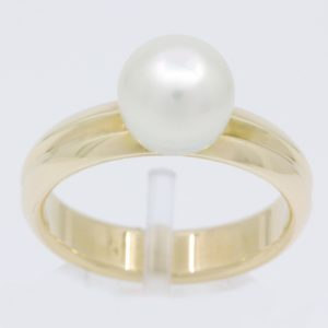 white south sea pearl yellow gold ring