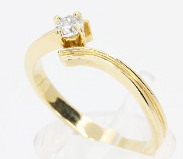 diamond yellow gold ring